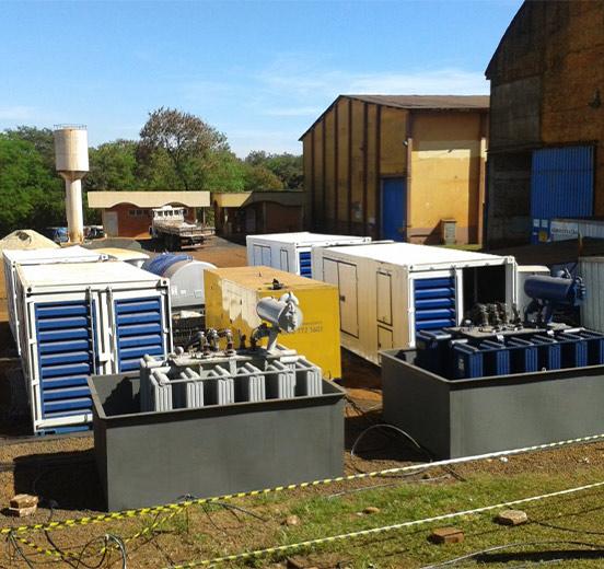 Transformadores instalados em tanque de contensão